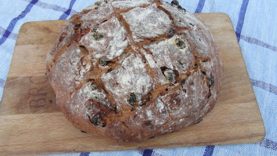 Spelt-kamutbrood met zuidvruchten