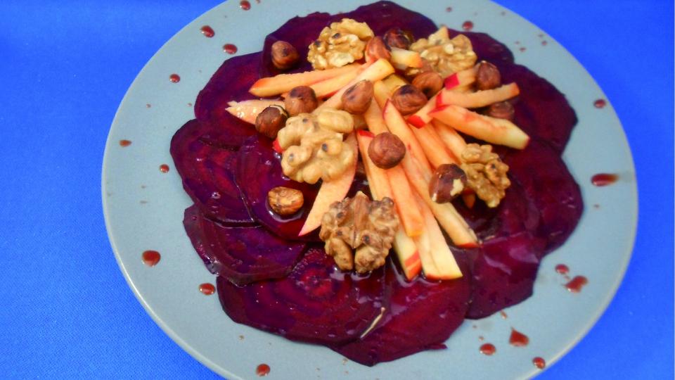 Carpaccio van rode bieten en appels