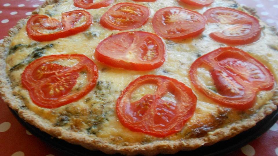 Spinaziequiche met kaas en tomaat
